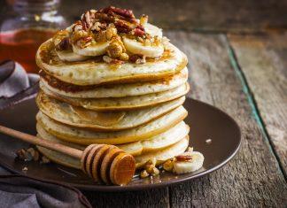 Przepis na pancakes z bananami i miodem