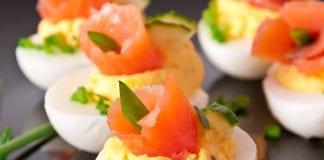 Jajka z pastą łososiową