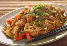 smażony makaron po chińsku