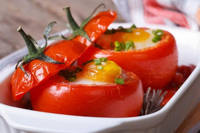 Przepis na jajka zapiekane w pomidorach