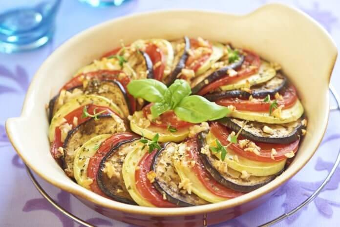 pieczone warzywa z czosnkiem i ziołami