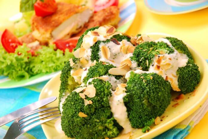 Brokuły z czosnkiem i migdałami