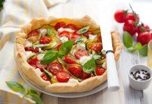 Quiche z cukinią i pomidorami