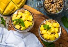 Parfait z mango i granolą
